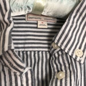 GAP Tops - Gap Maternity collared 1/4 button down top